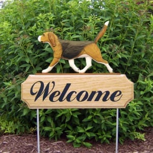 Welcome Sign with Beagle Dog Breed for Garden Accents / Garden Decor