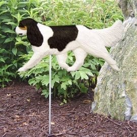 Cavalier King Charles Statue (Tricolor): Dog Statues and Garden Statues