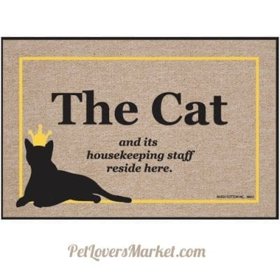 """""""The cat and its housekeeping staff reside here."""" funny cat quotes on doormats as gifts for cat lovers"""
